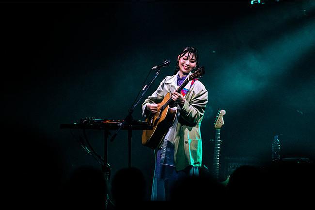 竹内アンナが1stアルバム『MATOUSIC』リリースツアーで示した、新世代シンガーソングライターとしての可能性