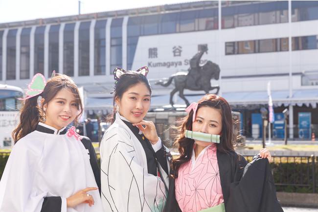 <鬼滅の刃>埼玉県熊谷駅前にミスユニバーシティ2020が鬼殺隊のコスプレで登場