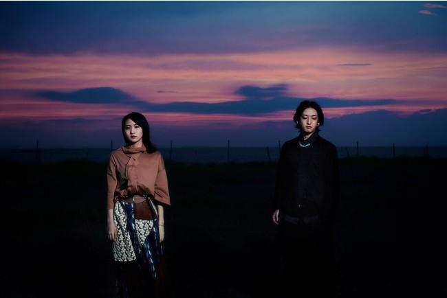 YOASOBI ラジオ共演がきっかけで鈴木おさむがYOASOBIのために書き下ろした小説『月王子』がmonogatary.comで公開!