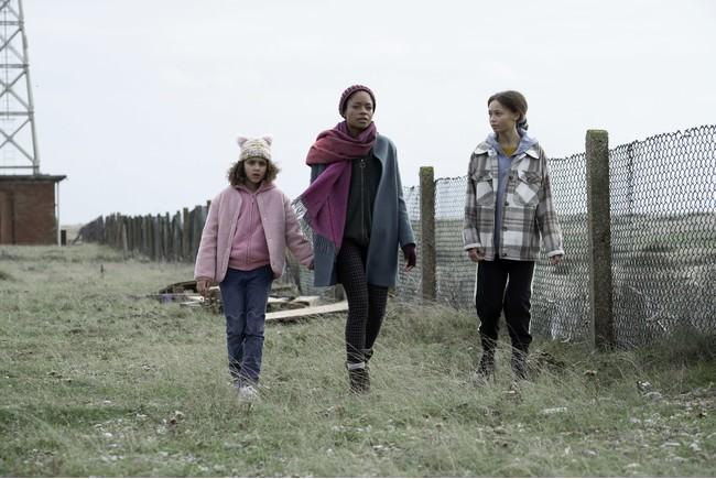 ナオミ・ハリス「子どもを守るためなら何でもする、母親の獰猛さを見せたかった」 HBOドラマ『サード・デイ 〜祝祭の孤島〜』ナオミ・ハリス&フィリッパ・ロウソープ監督のインタビューコメント解禁!
