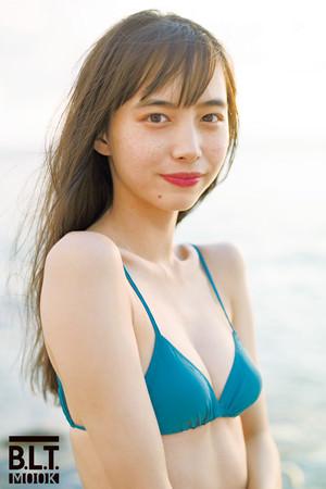 井桁弘恵、初のカレンダーが発売決定!「1年間飽きないように、さまざまな表情やシチュエーションの私をお届けできればと思います」