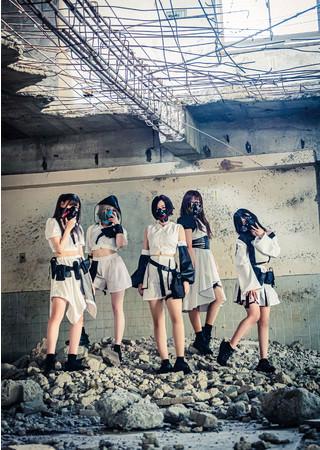 メンバーに迫る防毒マスク姿の正体が明らかに!新曲「Black Sabbath」MV公開。コロナ禍に立ち上がるラウドロックアイドル8bitBRAIN。同日、生配信イベント開催!