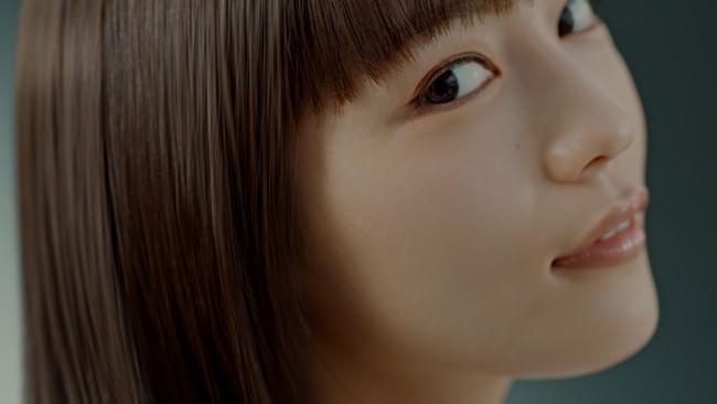 川口春奈さん出演「いち髪 THE PREMIUM」新CM4月2日(金)から放映開始 ~導入美容液を髪に?~