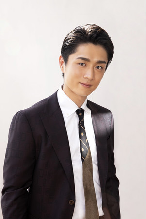 真田ナオキの配信ライブがスゴイ!ファン大興奮の極上バラードを披露