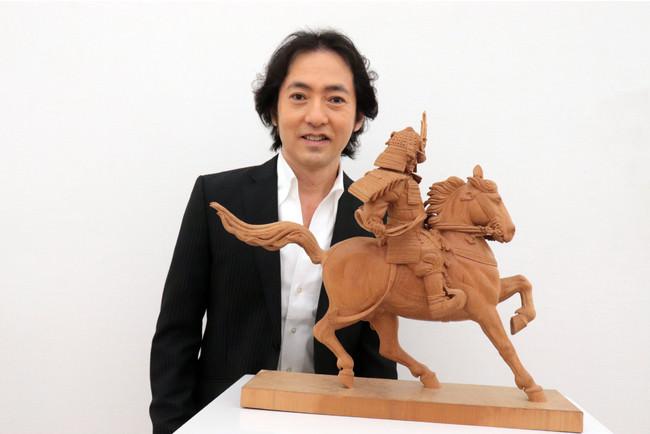 """まさに""""歌手と彫刻家の二刀流"""" テノール歌手の秋川雅史の彫刻作品が「二科展」入選!"""