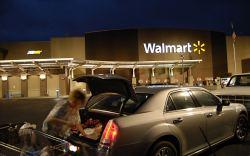 Madre muere en Walmart