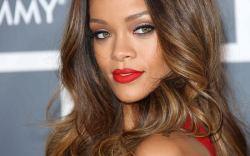 Vestido rosa de Rihanna Grammy 2015