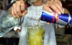 peligros de combinar red bull y alcohol