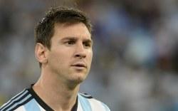 Messi agrede a jugador de La Roma