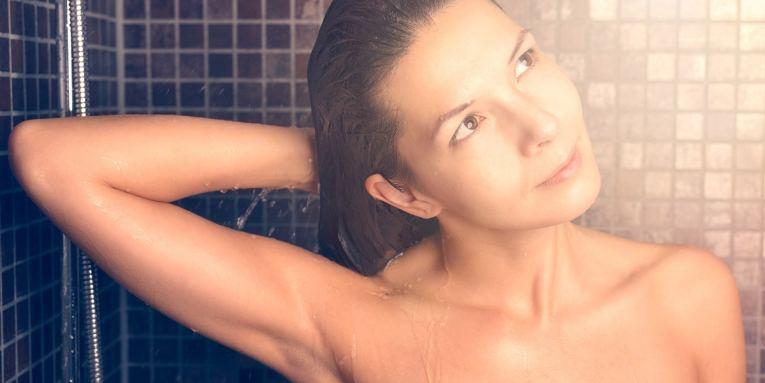 beneficios de lavar tu cabello con coca cola