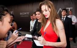 ¿Sabías que Angelina Jolie es zurda?