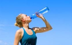 5 cosas que le pasan a tu cuerpo cuando no tomas agua