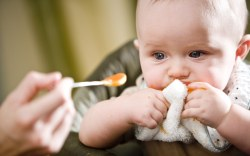 4 alimentos que los bebés no deben comer