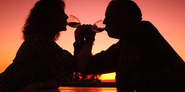 las parejas que se emborrachan juntas son más felices