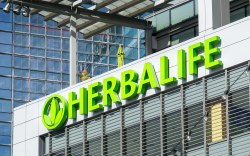 Herbalife paga multa millonaria por fraude