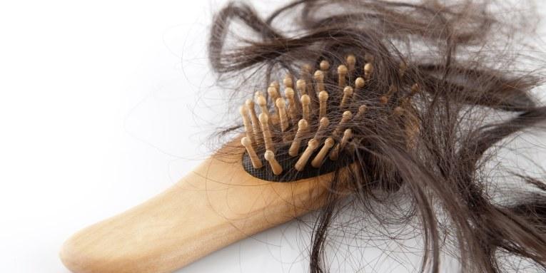 ¿Sufres de caída excesiva de cabello o uñas frágiles  Necesitas Biotina 262abc8bb5e6