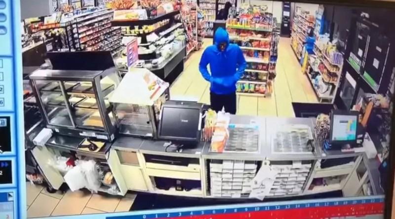 Van por lana y salieron trasquilados al intentar robar un mini super