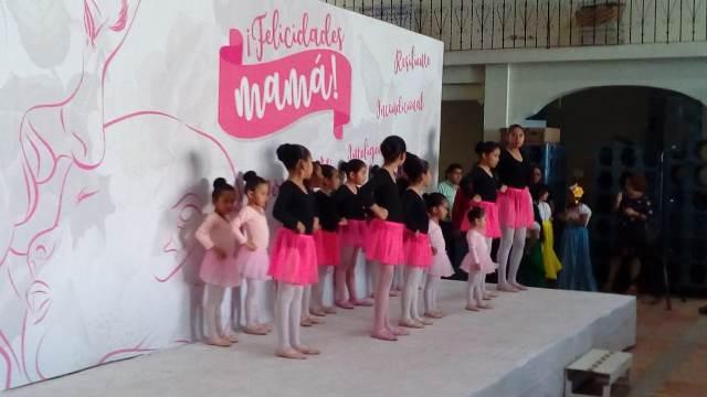 FESTEJAN A LAS MAMÁS, POR ADELANTADO, EN EL MUNICIPIO DE SAN ANDRÉS CHOLULA
