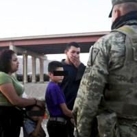 """EL EJÉRCITO MEXICANO LE HACE LA CHAMBA A ESTADOS UNIDOS COMO """"MIGRA"""", EN CIUDAD JUÁREZ"""