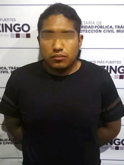 POLICÍA MUNICIPAL DE HUEJOTZINGO DETIENE A PRESUNTO ASALTANTE DE OXXO