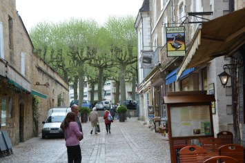 The street with the wine store from which we made frequent purchases
