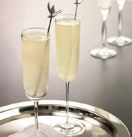 Your gaggle of friends will flock to th light and refreshing Le Fizz..