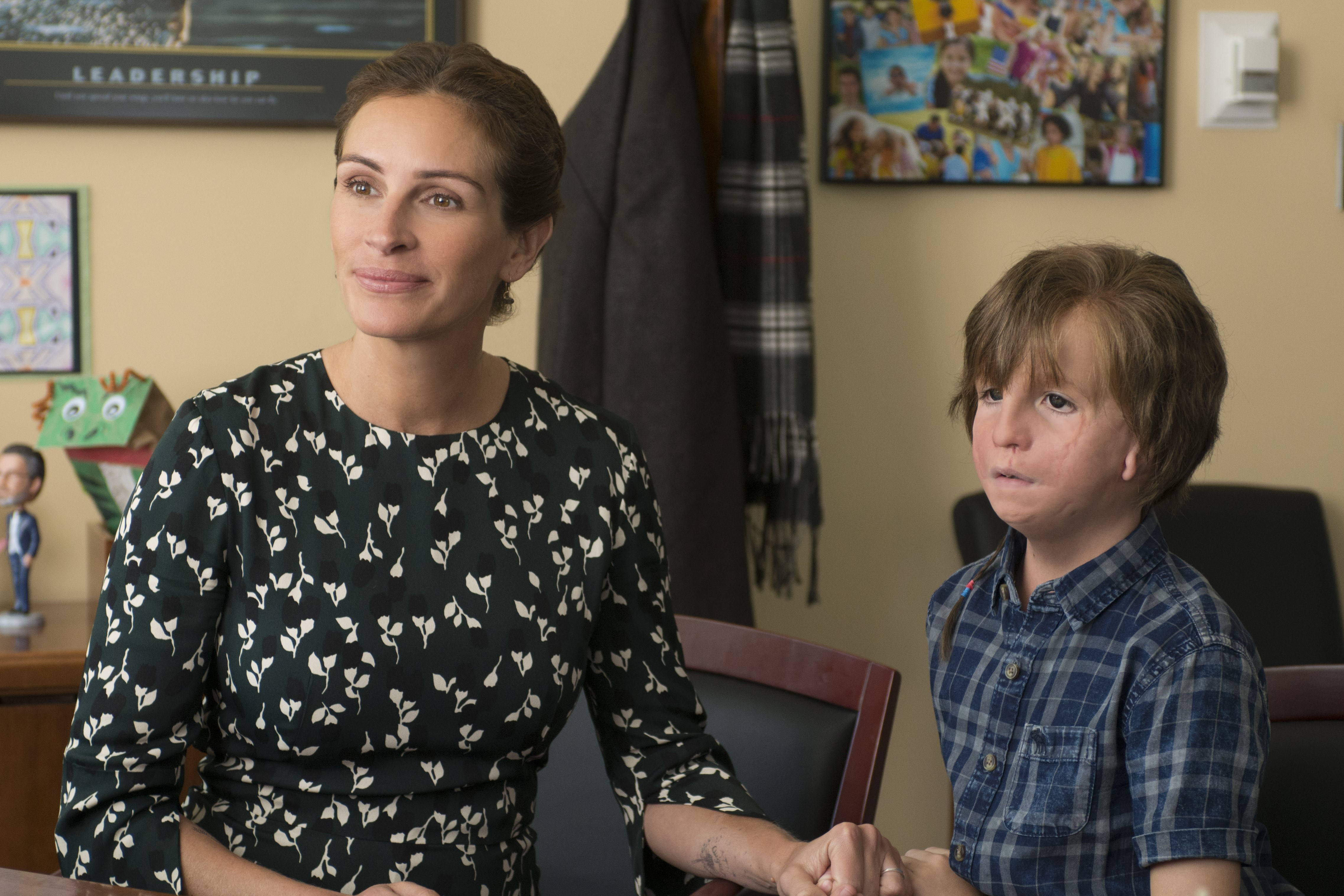 Julia Roberts as Isabel and Jacob Tremblay as her son Auggie.