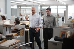 Michael Keaton, (l) (as Walter 'Robby' Robinson) and Mark Ruffalo (r) as Michael Rezendes discuss the story while walking through the 'Globe' newsroom