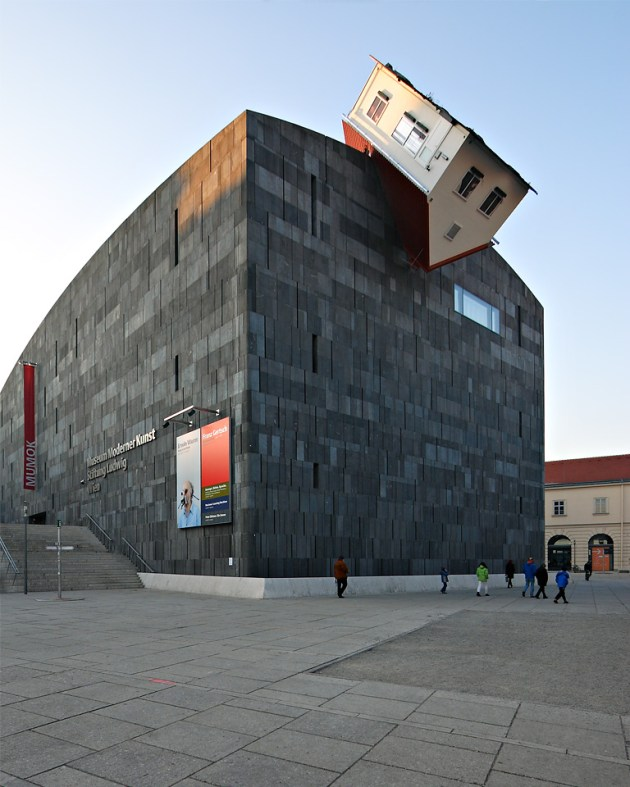 Erwin Wurm: House attack