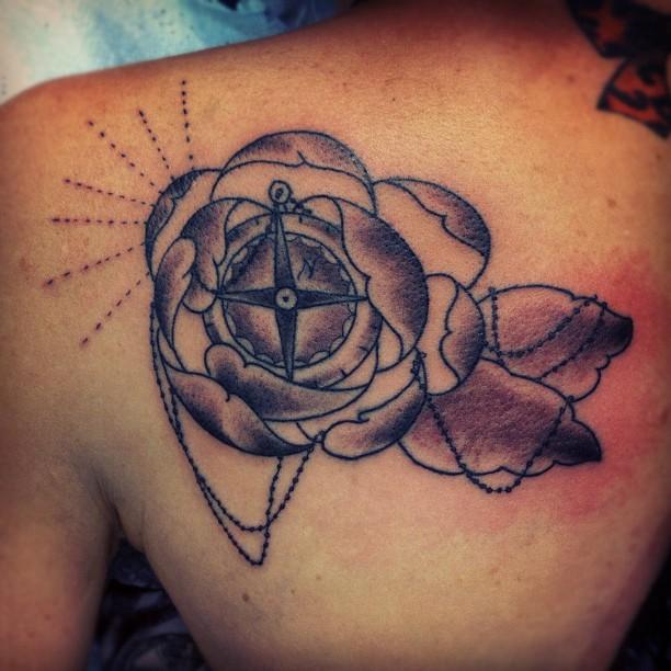 30+ Stunning Compass Tattoo Designs | EntertainmentMesh