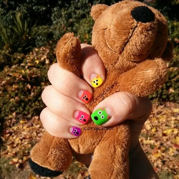 Teddy bear nail art