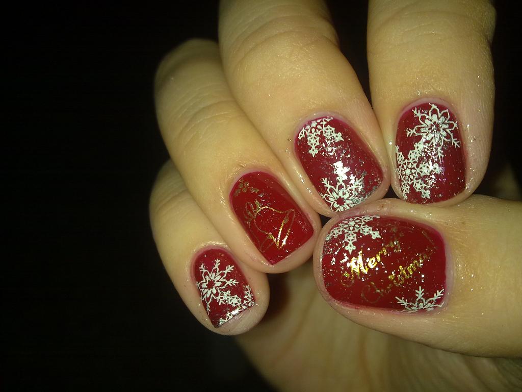 30 Beautiful Christmas Nail Art Designs
