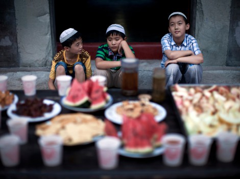 Chinese Boys Waiting For Iftar
