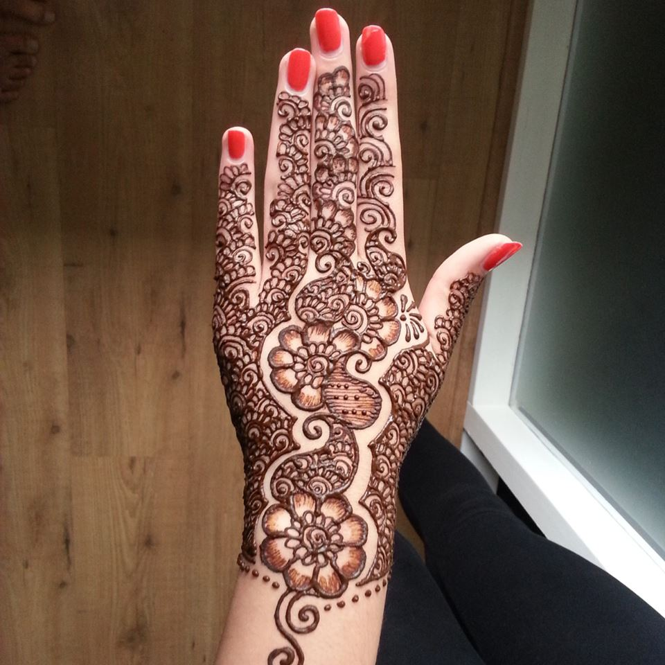 30 beautiful arabic henna mehndi designs for girls hands entertainmentmesh. Black Bedroom Furniture Sets. Home Design Ideas