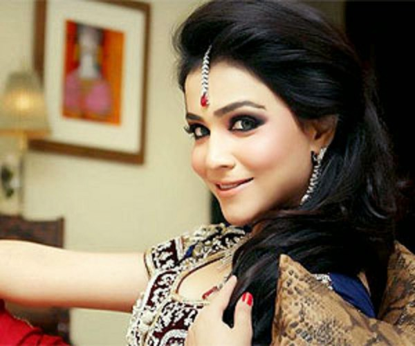 7-famous-beautiful-pakistani-actress-Humaima-Malik