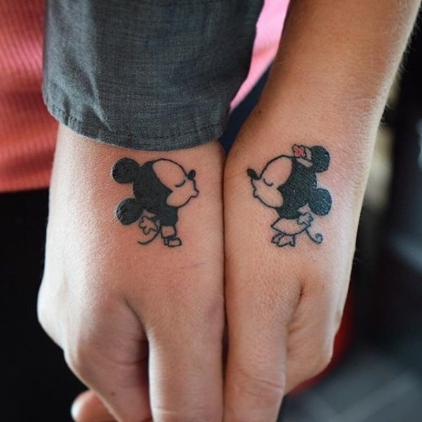 Kissing-Minnie-Mickey-Mouses-tattoo