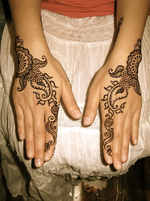 attractive floral mehndi design on back hands