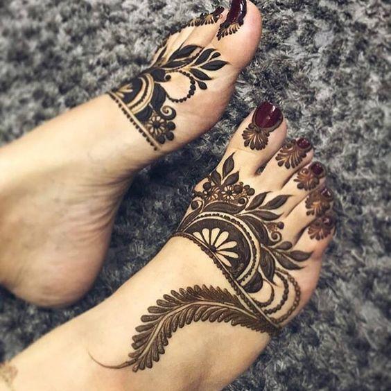 floral swirls mehndi patterns on feet for eid