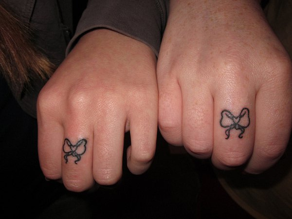 matching bow tattoos on fingers for couples