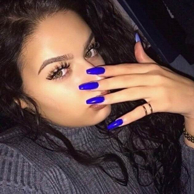 blue acrylic nails