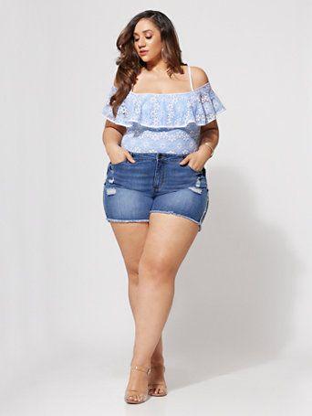 denim shorts outfit ideas for plus size women