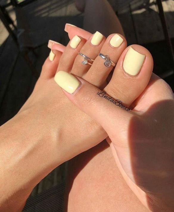 pale yellow nails
