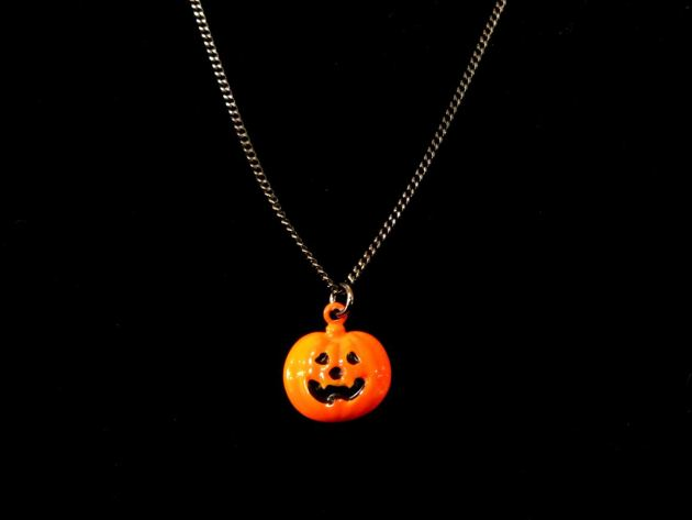jack o' lantern necklace