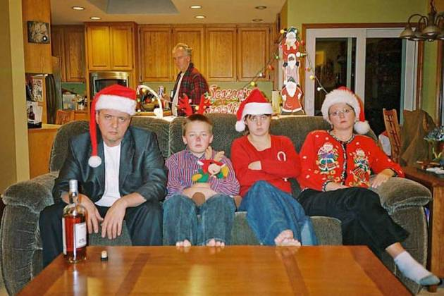 hilariously bad expressions family photo for christmas