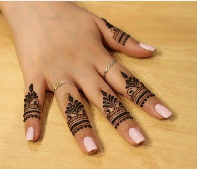 simple ring style henna design on fingers