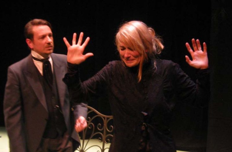 Mark Homer and Terri Dwyer in  The Ghost's Touch