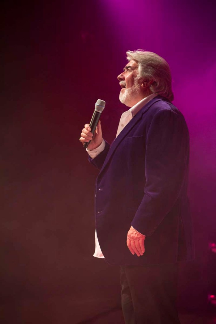 """""""Kenny Rogers"""" in The Entertainers, production  Islands In The Stream"""