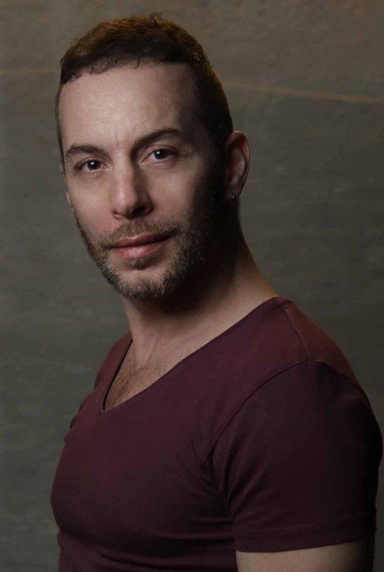 Elia Lo Tauro stars as José Fajardo in  On Your Feet!  which runs at Wales Millennium Centre from 21-26 October 2019. For ticket details visit www.wmc.org.uk