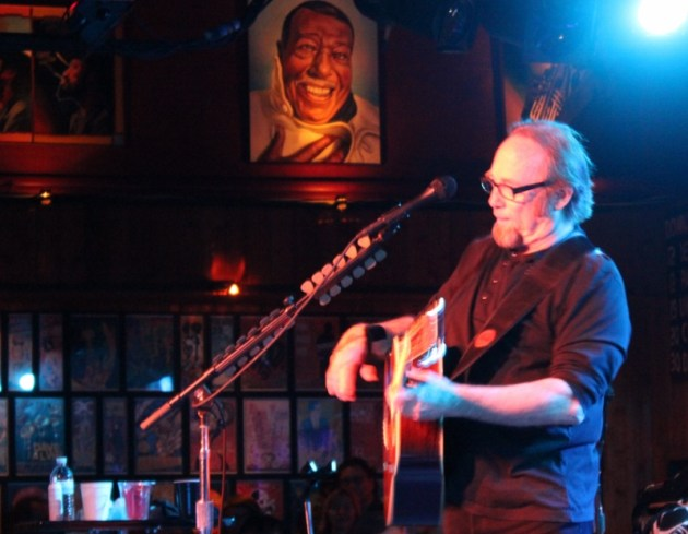 Louis Armstrong watching Stephen Stills at Belly Up, May 2014 (photo by Brad Auerbach)