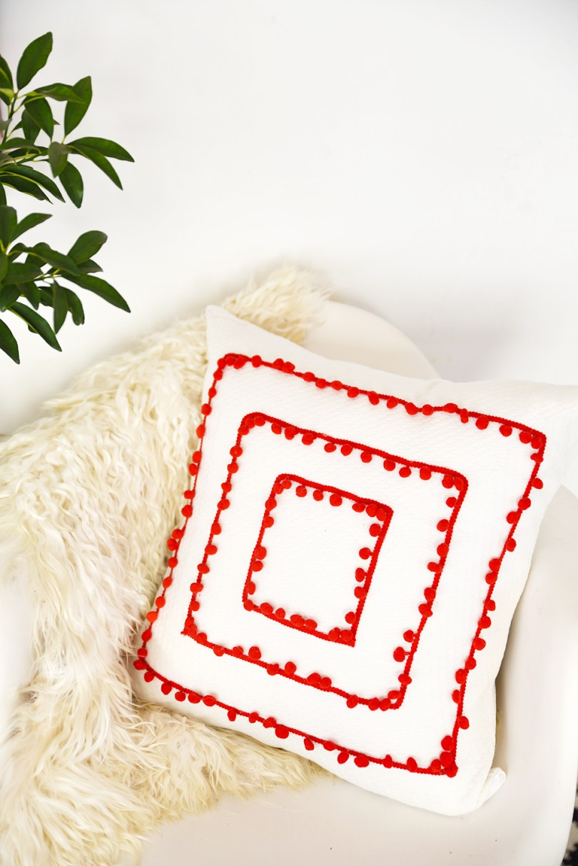 Learn how to make a pom pom trim pillow
